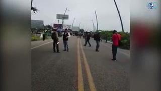 Integrantes de CNTE bloquean aeropuerto en Chiapas