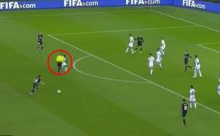 Árbitro asiste en el gol de Gareth Bale contra el Al Jazira