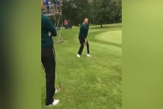¡A un tiro la clavó! El increíble lanzamiento de Pep Guardiola en golf