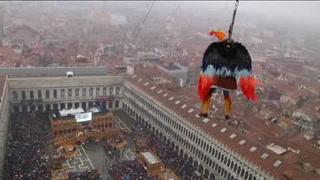 El 'Vuelo del Águila' en Carnaval de Venecia recupera tradición