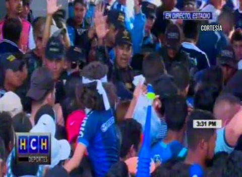Muertos en caos en las afueras del estadio Nacional previo a la Gran Final
