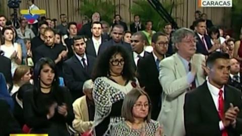 Maduro denuncia que lanzan dos granadas contra corte
