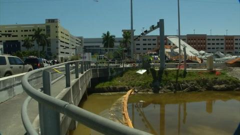 Colapsa puente peatonal sobre avenida de seis vías en Miami