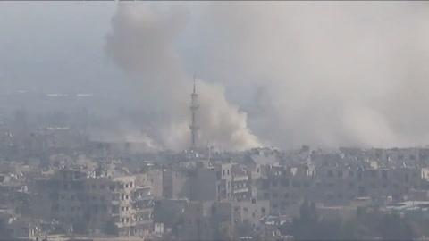 Bombardean zona rebelde siria pese a protestas internacionales