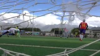 Equipo de futbol juega a tres mil 600 metros de altura