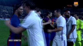 Ronaldinho se luce con tres asistencias en el clásico de leyendas