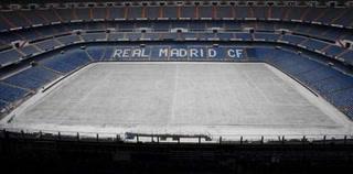 Así de hermoso lució el Bernabéu con caída de nieve esta mañana
