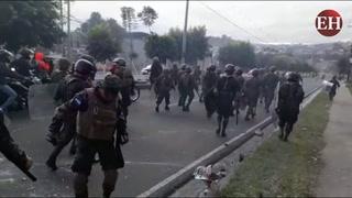 Miembros del ejército hondureño desalojan toma en bulevar FFAA