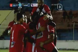 Carlos Mejía anota el empate 1 - 1 del Vida ante Motagua