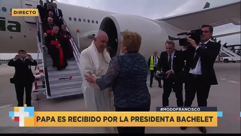 Así fue la llegada del Papa a Chile y su encuentro con Bachelet