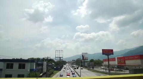 Carlos Vives recorre San Pedro Sula en Bicicleta