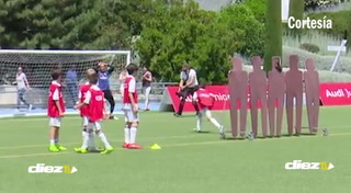 Niño de nueve años le hace tremendo gol a Keylor Navas que lo dejó parado