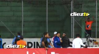 ¡Se descontroló! Kevin Álvarez y Osman Madrid casi se van a los golpes