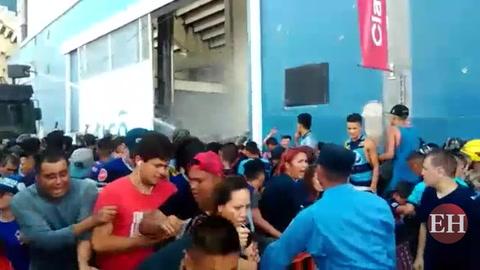 Así ocurrió la mortal avalancha en la final del fútbol hondureño