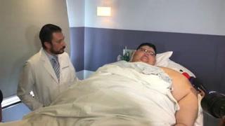 El hombre más obeso sale del hospital tras cirugía