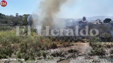 Incendio en Zacatera en bulevar Kuwait amenaza viviendas