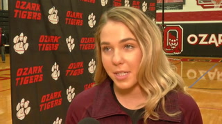 VIDEO: Chloe Nelson Signing