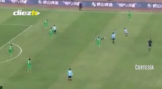 El argentino Nico Gaitán dio el susto en China tras desplomarse sobre el campo