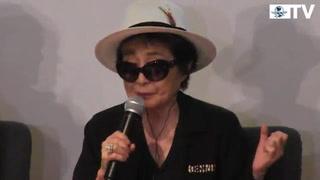 Yoko Ono busca plantar semillas de paz