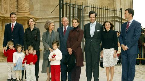 La primera vez de doña Letizia, las ausencias de don Juan Carlos: repasamos las Misas de Pascua de la Familia Real