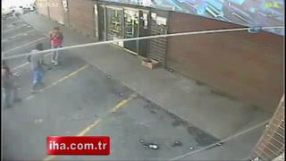 Aç kalan halk marketleri yağmaladı