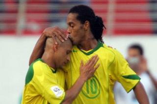 Ronaldinho se acuerda de Roberto Carlos y lo culpa por la eliminación en Mundial 2006