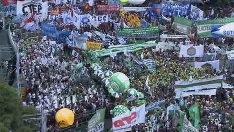Mega marcha en Argentina contra políticas de Macri