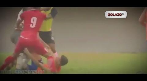 Brutal agresión de un futbolista a un recogepelotas en Brasil... ¡por celebrar un gol!