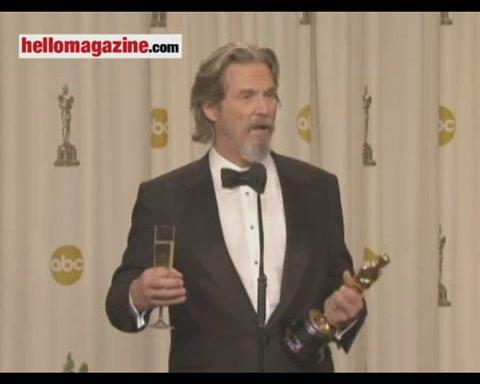 Sandra Bullock on where she\'ll put her Oscar, and her Razzie