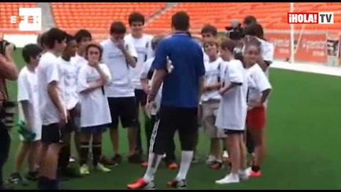 Iker Casillas anima en Houston a los más pequeños a jugar al fútbol