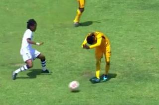 Humillación y bailada de locos en un partido de fútbol en Sudáfrica