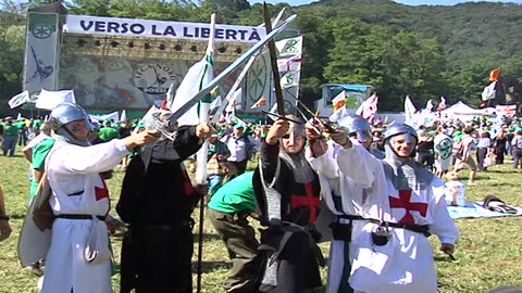 Profughi, nuovi arrivi. I sindaci leghisti in piazza