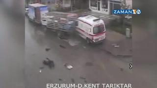 Ambulans, tüp yüklü kamyona böyle çarptı