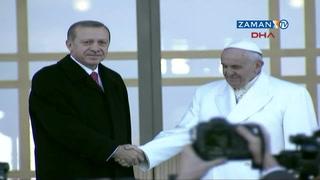 Erdoğan, Papa Francis'i Ak-Saray'da karşıladı