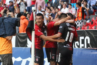 Atlas gana y gusta ante Monterrey