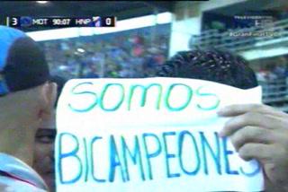 La pancarta que sacó Diego Vázquez para celebrar su nuevo título