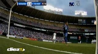 Rony Martínez anota su segundo gol con la selección de Honduras ante El Salvador