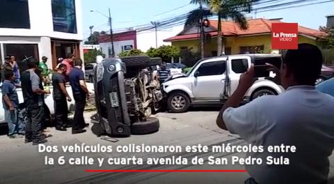 Dos vehículos colisionaron este miércoles entre la 6 calle y cuarta avenida de San Pedro Sula