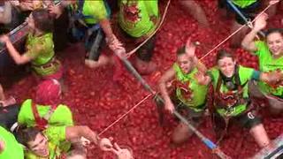 Más de 14 mil extranjeros 'combaten' en la Tomatina