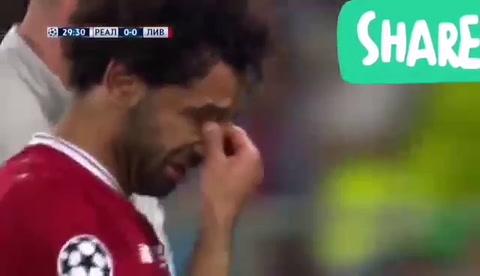 Mohamed Salah sale lesionado de la final tras choque de Sergio Ramos