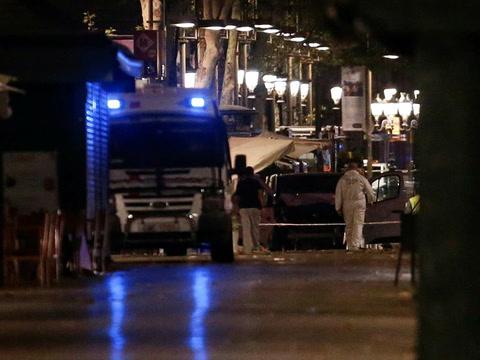Así abatieron a presuntos terroristas que llevaban explosivos en Cambrils