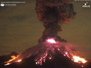 Volcán El Colima emite exhalación de dos mil metros