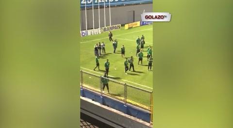 Jugadores de Marathón casi se van a los golpes con aficionados del Real España