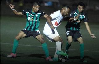 Insólito: Real de Minas abandona partido amistoso por decisión de Reynaldo Tilguath