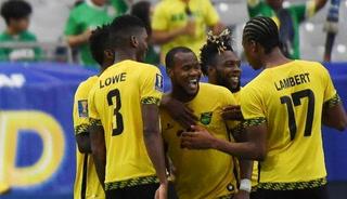 ¡GOOL DE JAMAICA! Jesús Corona se queda estático ante el tiro libre Lawrence