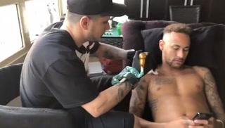 El contundente mensaje de Neymar con su nuevo tatuaje