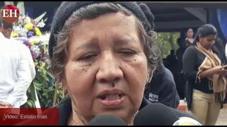 Triste: Madre de Patricia Valladares da el último adiós a su hija