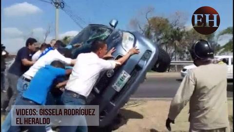 Accidente vehicular en el anillo periférico, a la altura de la Sula
