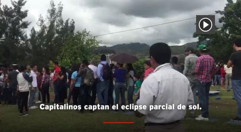 Capitalinos captan el eclipse parcial de sol