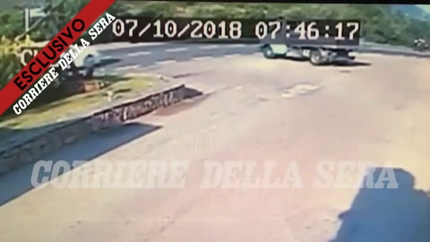 Accidente de George Clooney, en su moto Scooter en Italia